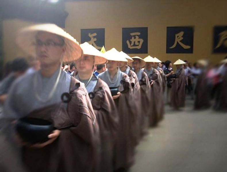 ■杭州・霊隠寺の托鉢僧_e0094583_339424.jpg