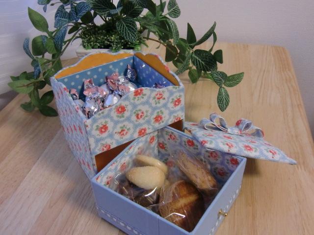 お菓子BOXとプラリネロール_f0214388_11473149.jpg