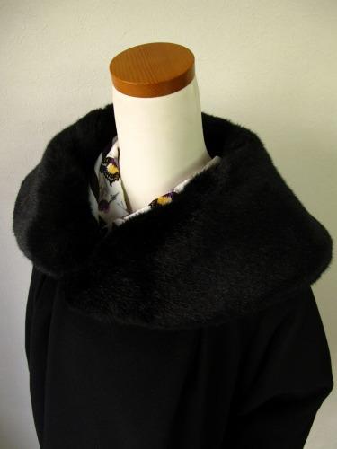 ファーの付け襟コート 「Charade(シャレード)」_e0115399_12342068.jpg