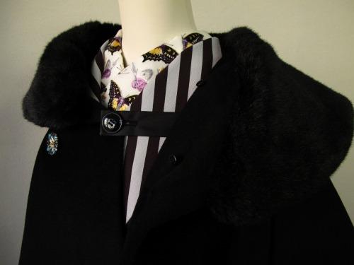 ファーの付け襟コート 「Charade(シャレード)」_e0115399_12363866.jpg