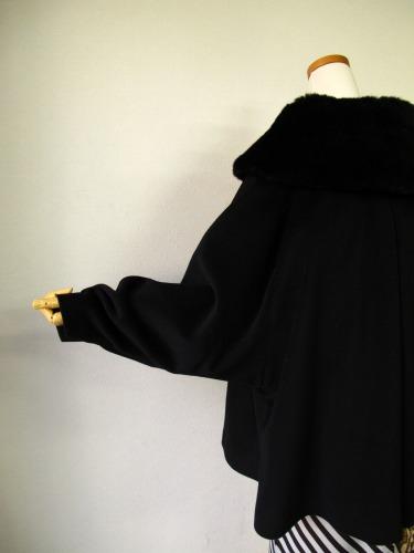 ファーの付け襟コート 「Charade(シャレード)」_e0115399_12473523.jpg