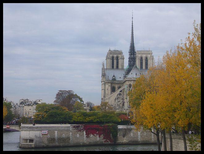 【散歩】パリ市庁舎、ノートルダム、サンルイ島界隈10月31日(PARIS)_a0008105_19381833.jpg