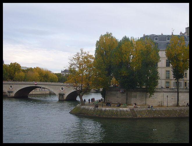 【散歩】パリ市庁舎、ノートルダム、サンルイ島界隈10月31日(PARIS)_a0008105_19393175.jpg