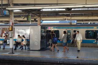 品川駅ホームの47型タッチパネル飲料自動販売機_a0003909_2116274.jpg