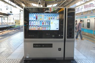 品川駅ホームの47型タッチパネル飲料自動販売機_a0003909_21183212.jpg