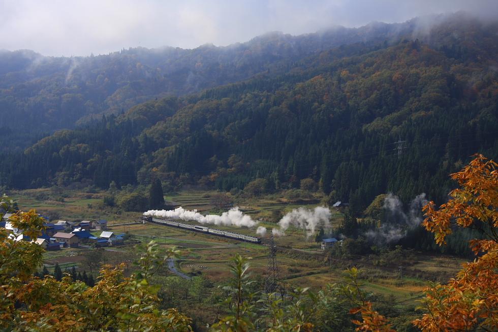 2010年秋 磐西の紅葉(2) - 黒煙と白煙 -_b0190710_2252357.jpg