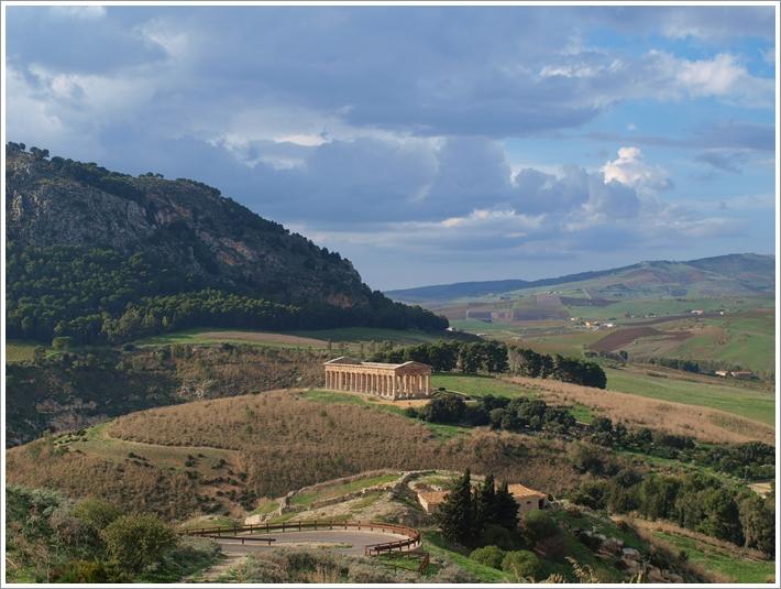 山にひっそりと佇む神殿 Segesta(セジェスタ)_f0229410_1730510.jpg