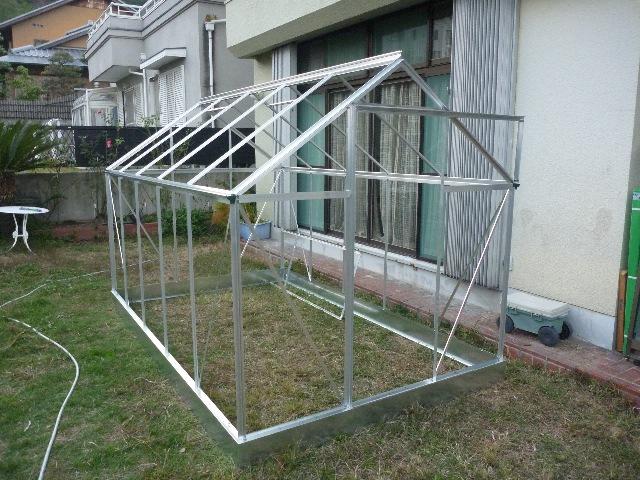 温室の組み立て_b0054727_2311782.jpg
