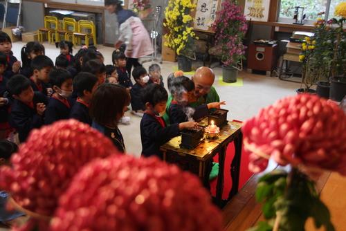 11月11日は、お寺で753法要菊花展があります。_b0188106_19533162.jpg