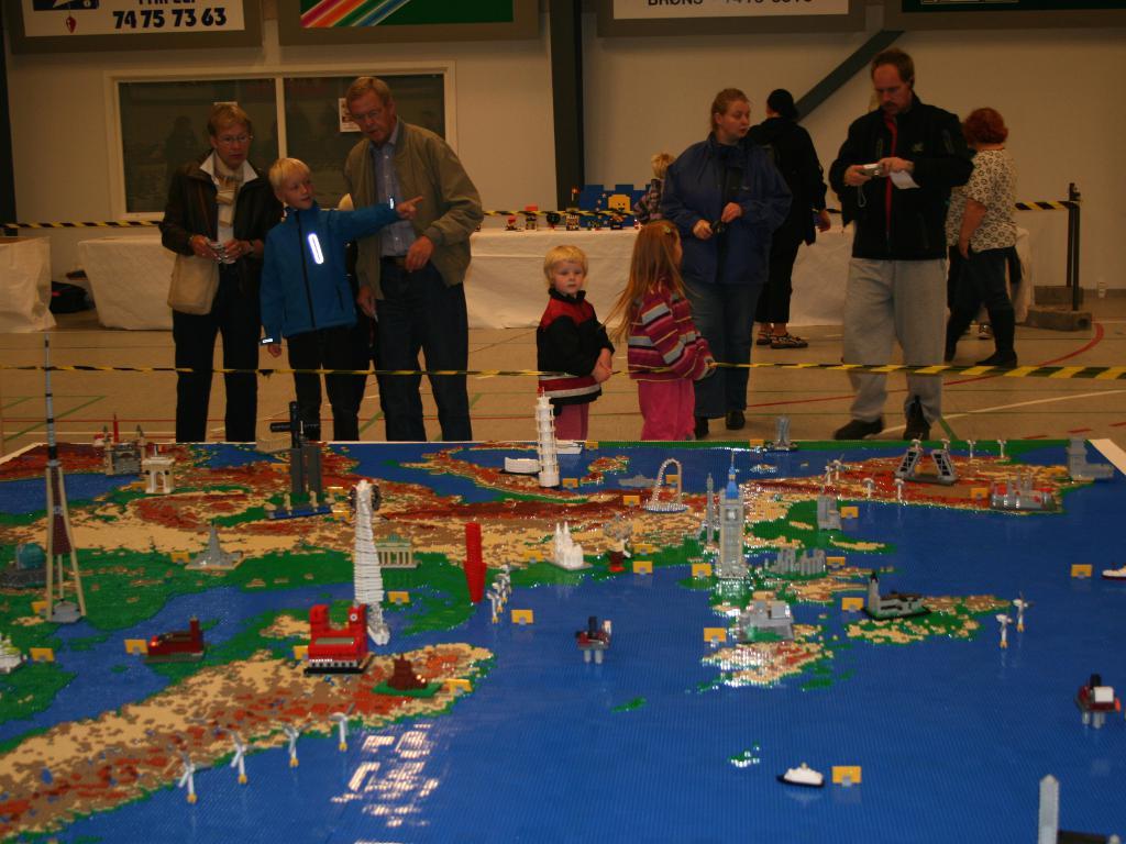 レゴで地図を作る_d0085634_2231820.jpg
