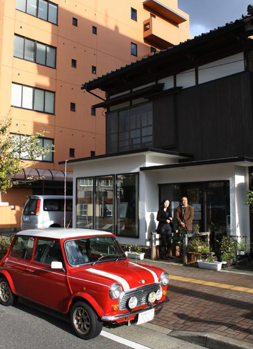 坂上さんの個展最終日にIFAA(国際幻想芸術協会)役員の井関さんが神奈川大磯からミニクーパーで・・・・・_d0178448_1542817.jpg