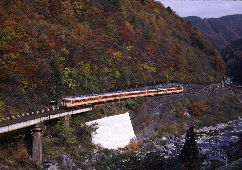 紅葉の飛騨路 - 1987年高山本線(2) -_b0190710_2251133.jpg