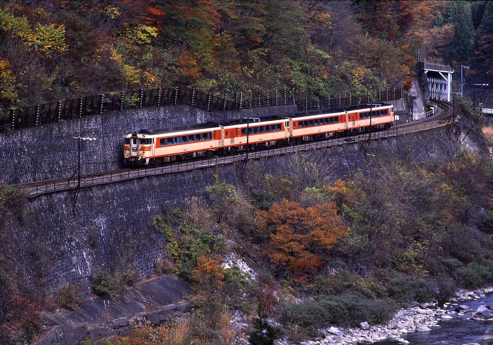 紅葉の飛騨路 - 1987年高山本線(2) -_b0190710_22513431.jpg