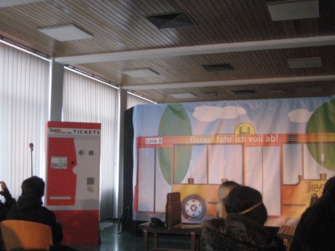 【ドイツ教育関連視察ツアー】環境とモビリティがテーマのお芝居「カレのロードショー」_f0037258_12563753.jpg