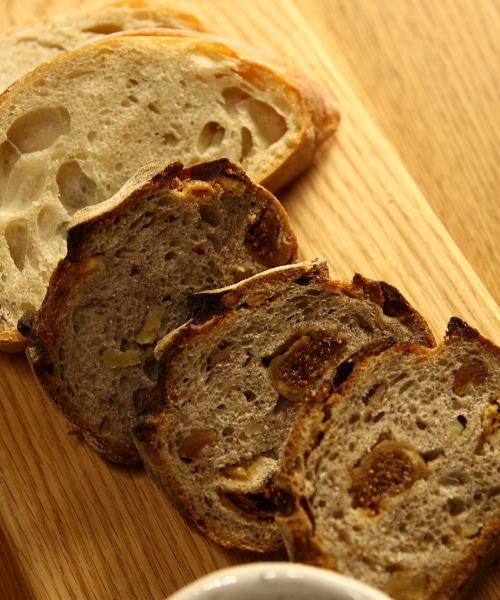 素朴な味のパン_e0155066_13473241.jpg