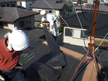 雨漏りしていた屋根の部分葺き替え~工事開始です!_d0165368_7414273.jpg