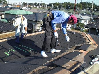 雨漏りしていた屋根の部分葺き替え~工事開始です!_d0165368_7423177.jpg