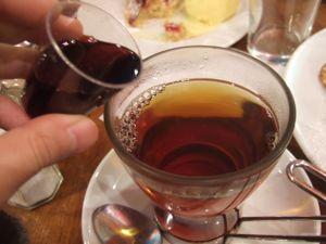 ロンドンのロシア料理食堂「トロイカ」 _e0030586_9234331.jpg