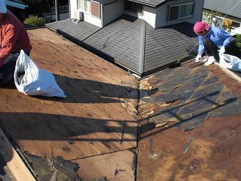 雨漏りしていた屋根の部分葺き替え~漏れ箇所は予想通りでした。_d0165368_6125881.jpg