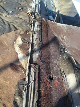 雨漏りしていた屋根の部分葺き替え~漏れ箇所は予想通りでした。_d0165368_6144557.jpg