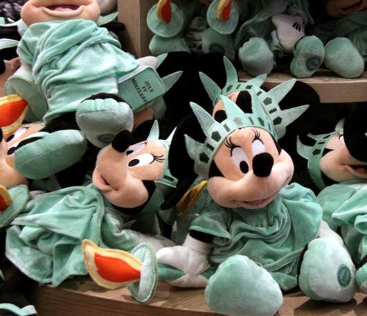 NYのタイムズ・スクエアに巨大ディズニー・ストアが新オープン!!!_b0007805_7292920.jpg