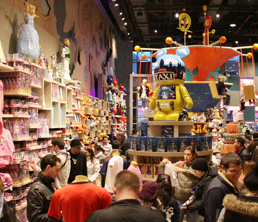 NYのタイムズ・スクエアに巨大ディズニー・ストアが新オープン!!!_b0007805_7303511.jpg