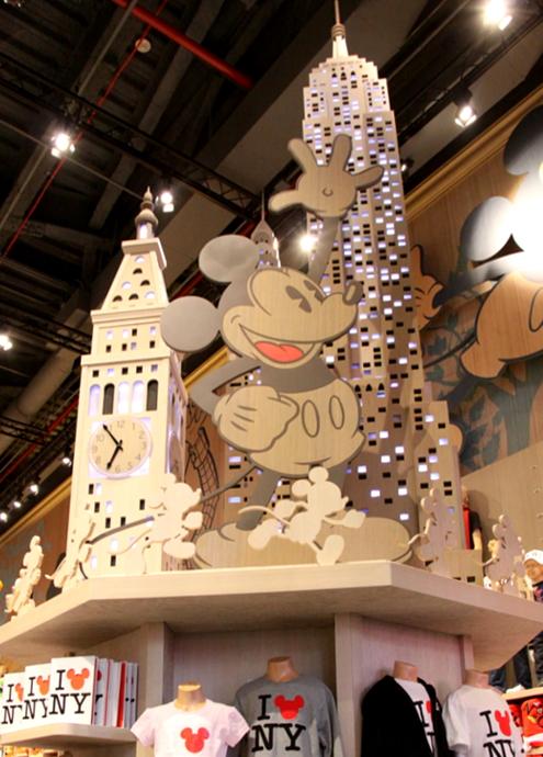 NYのタイムズ・スクエアに巨大ディズニー・ストアが新オープン!!!_b0007805_733561.jpg