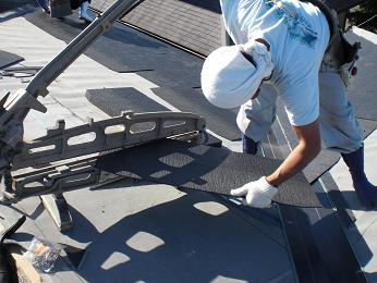 雨漏りしていた屋根の部分葺き替え~葺き替え工事開始。_d0165368_9294739.jpg