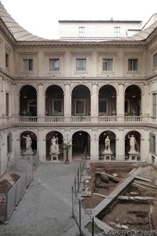 古代ローマの至宝を集めた小さな美術館~パラッツォ・アル・テンプス_f0106597_6233492.jpg