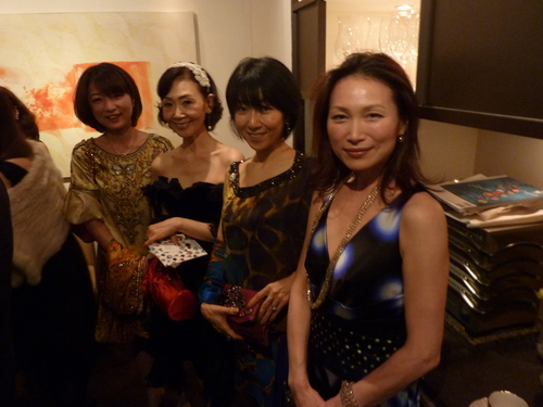 ミクニでの富裕層たちの夢の饗宴〜シャンパン、シガー/オメガ_f0039351_15345028.jpg