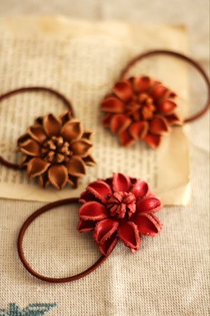 leather flower hair band_c0118809_23355890.jpg