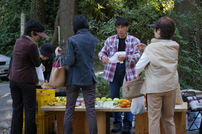 高野祭に北鎌倉まちづくり協議会の仲間が果物など出店_c0014967_21245940.jpg