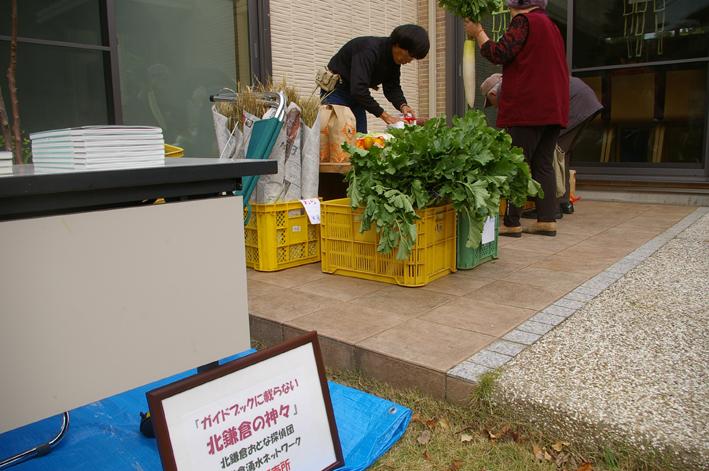 高野祭に北鎌倉まちづくり協議会の仲間が果物など出店_c0014967_2131255.jpg