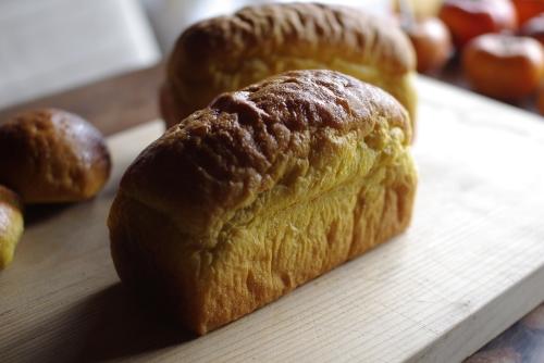 かぼちゃミニ食パン / 白花豆の自家製味噌あんぱん_c0110869_2372170.jpg