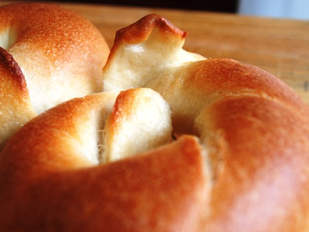 端っこスタンディングなパンと23cmシフォン型_e0167593_0315556.jpg
