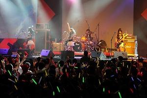 SCANDAL初のシンガポールライブに3000人が熱狂!_e0025035_928289.jpg