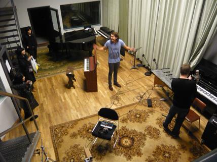 アイスランド・エアウエイブス2日目(前半):シガーロスのスタジオでヨンシーのライブ音源を初体験!他_c0003620_21465541.jpg