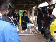 八ッ杉千年の森のイベント「和紙に炭を漉く」開催_e0061225_13525525.jpg