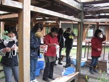 八ッ杉千年の森のイベント「和紙に炭を漉く」開催_e0061225_13545712.jpg