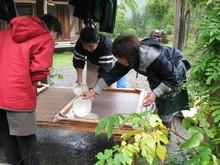 八ッ杉千年の森のイベント「和紙に炭を漉く」開催_e0061225_13552380.jpg