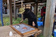 八ッ杉千年の森のイベント「和紙に炭を漉く」開催_e0061225_1358135.jpg