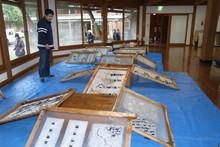 八ッ杉千年の森のイベント「和紙に炭を漉く」開催_e0061225_141250100.jpg