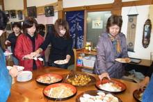 八ッ杉千年の森のイベント「和紙に炭を漉く」開催_e0061225_1422482.jpg