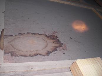 屋根裏からの雨漏り確認_d0165368_5720100.jpg