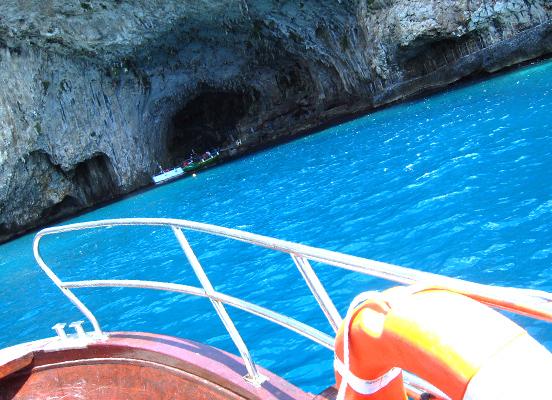 グロッタ・ジンザルーサ 1. 陽光が生み出す青の万華鏡_f0205783_13402453.jpg
