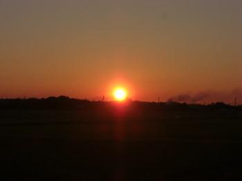 朝日も6時ぐらいに  紅葉も・・・・_b0111791_17254724.jpg