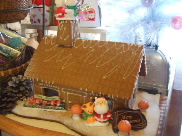 お菓子の家できました!_d0193795_1316981.jpg