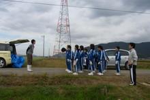 服間小学校の子供達が大豆の収穫をしました_e0061225_9375653.jpg