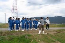 服間小学校の子供達が大豆の収穫をしました_e0061225_939084.jpg