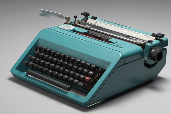 olivettiのカナ文タイプライター ジャンク品 誰か要りませんか?_a0002672_18425289.jpg